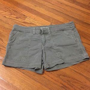 Mid-rise Olive shorts